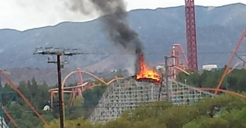 https: img.okezone.com content 2021 06 11 406 2423916 roller-coaster-kayu-ini-dibakar-orang-tak-bertanggung-jawab-T6VSp7B4Nz.jpg