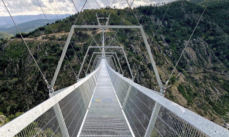 https: img.okezone.com content 2021 06 11 408 2423697 portugal-hebat-punya-jembatan-gantung-terpanjang-di-dunia-ini-penampakannya-WixtprqNOP.jpg