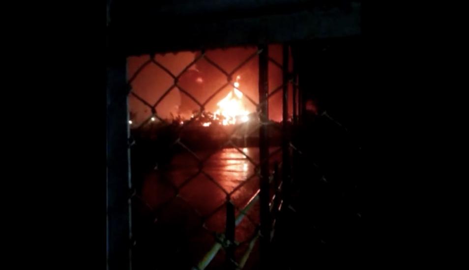 https: img.okezone.com content 2021 06 11 512 2423888 penampakan-detik-detik-tangki-pertamina-di-kilang-cilacap-terbakar-YbR5b1h6xm.jpg
