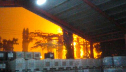 https: img.okezone.com content 2021 06 11 512 2423896 kilang-pertamina-di-cilacap-terbakar-saat-hujan-deras-JiuIt3VHNl.jpeg