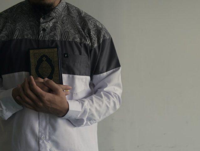 https: img.okezone.com content 2021 06 11 616 2423437 8-sunah-di-hari-jumat-termasuk-memakai-minyak-wangi-dan-pakaian-terbaik-FkHhKlxHbz.jpg