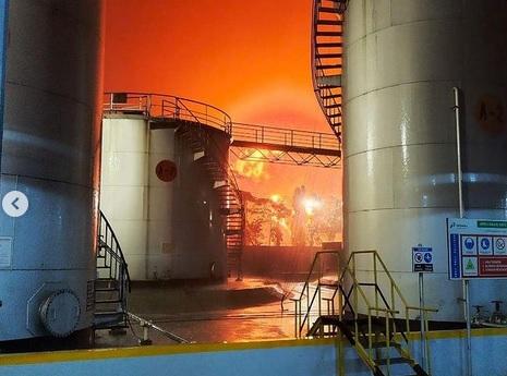 https: img.okezone.com content 2021 06 12 320 2424008 pertamina-kebakaran-tak-pengaruhi-operasional-kilang-minyak-cilacap-LrxKFHumFS.jpg