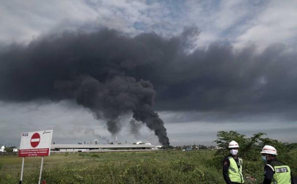 https: img.okezone.com content 2021 06 12 320 2424125 kilang-minyak-cilacap-kebakaran-dirut-pertamina-sudah-terkendali-9PflLJGA55.jpg