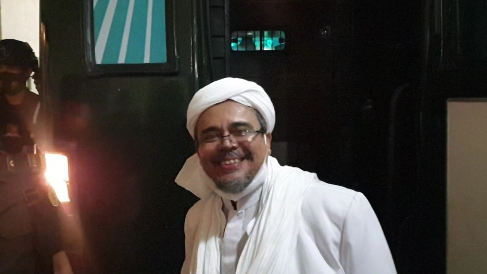 https: img.okezone.com content 2021 06 12 337 2423932 5-fakta-bima-arya-temui-massa-habib-rizieq-bahas-apa-NHNNnQE1HK.jpg
