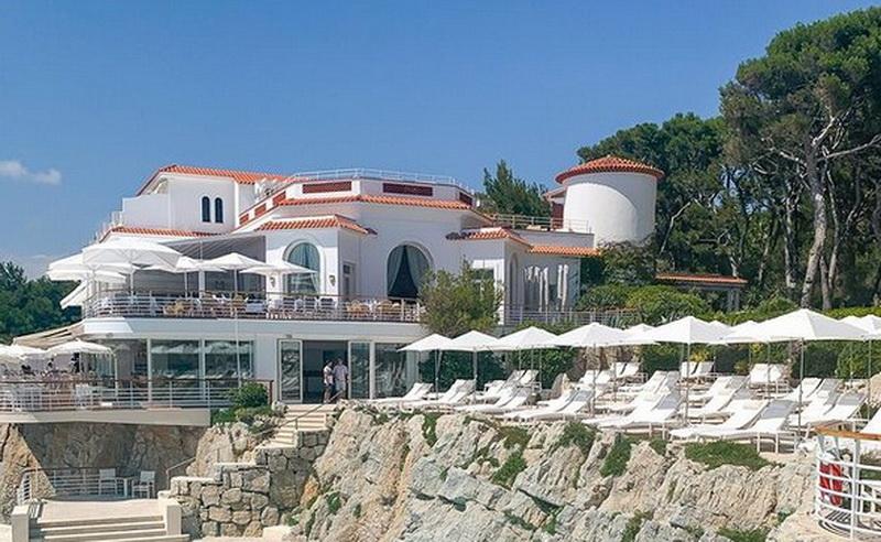 https: img.okezone.com content 2021 06 12 408 2424197 mewahnya-4-hotel-terbaik-di-prancis-tuan-rumah-piala-eropa-2021-Vt9AoXGg92.jpg