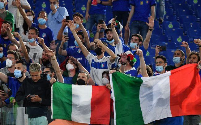 https: img.okezone.com content 2021 06 12 51 2424039 timnas-italia-kalahkan-turki-immobile-senang-penonton-bisa-hadir-di-stadion-gWurHwvVWC.JPG