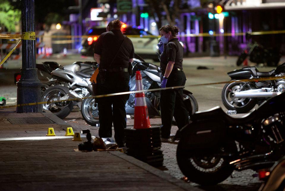 https: img.okezone.com content 2021 06 13 18 2424301 penembakan-terjadi-di-texas-13-orang-terluka-aov45aPXGe.jpg