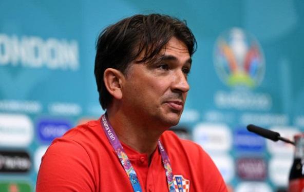 https: img.okezone.com content 2021 06 13 51 2424434 pelatih-kroasia-pastikan-timnya-takkan-bermain-bertahan-saat-hadapi-inggris-wAWlXQtMve.jpg