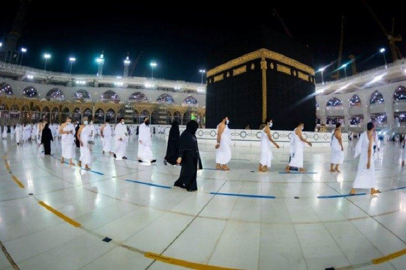 https: img.okezone.com content 2021 06 14 18 2424830 arab-saudi-izinkan-perempuan-mendaftar-haji-tanpa-pendamping-laki-laki-z8BCdtd6W0.jpg