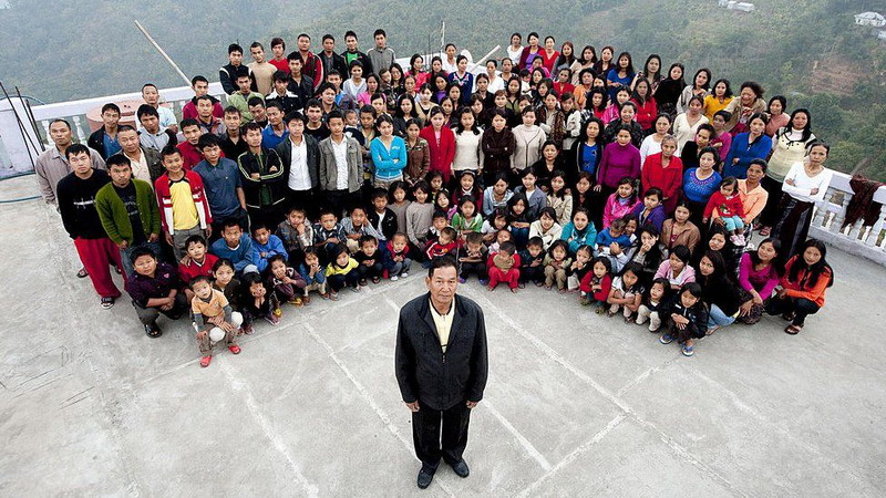https: img.okezone.com content 2021 06 14 18 2424887 kepala-keluarga-terbesar-di-dunia-meninggal-tinggalkan-38-istri-89-anak-dan-36-cucu-mlQbDQrnfL.jpg