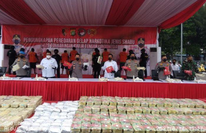 https: img.okezone.com content 2021 06 14 338 2424810 ungkap-5-ton-sabu-kapolri-tanda-pengguna-narkotika-di-indonesia-tinggi-3WyoOmc8oz.jpg