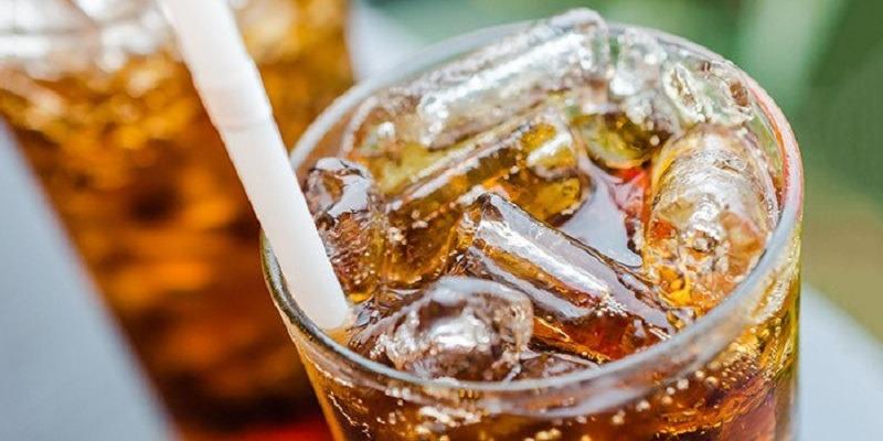 https: img.okezone.com content 2021 06 14 481 2424719 awas-sering-minum-minuman-bersoda-bisa-turunkan-imunitas-tubuh-LOOgzL0Gmd.jpg