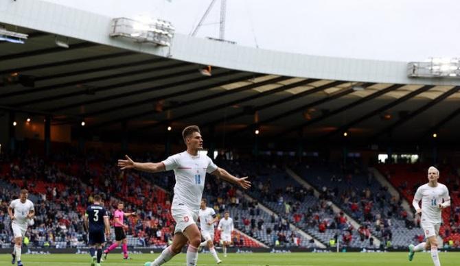 https: img.okezone.com content 2021 06 14 51 2425137 man-of-the-match-skotlandia-vs-republik-ceko-patrik-schick-4HkAZekDeZ.jpg