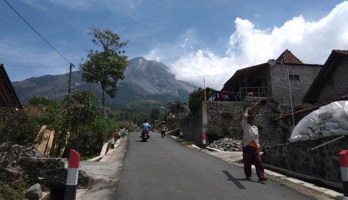 https: img.okezone.com content 2021 06 14 510 2424687 gunung-merapi-muntahkan-awan-panas-guguran-sejauh-1-6-kilometer-0QugsoA5FB.jpg