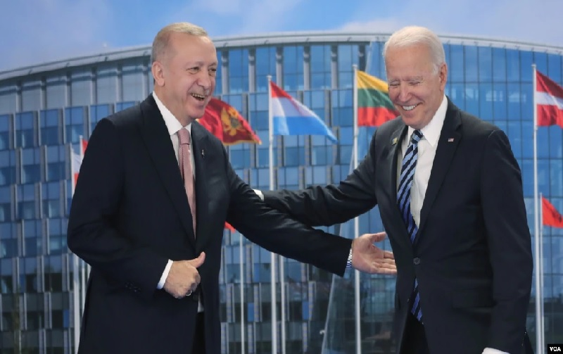 https: img.okezone.com content 2021 06 15 18 2425204 biden-bertemu-erdogan-di-sela-sela-ktt-nato-HpsAlxAFBI.jpg