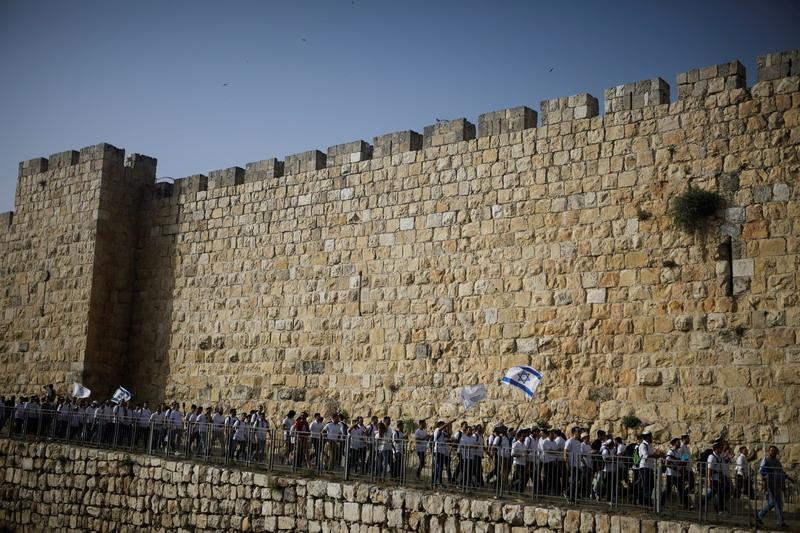 https: img.okezone.com content 2021 06 15 18 2425311 protes-pawai-bendera-israel-faksi-palestina-serukan-hari-kemarahan-r4QYS3FzXV.jpg
