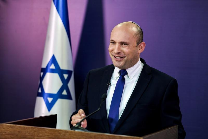 https: img.okezone.com content 2021 06 15 18 2425378 pidato-pertama-di-parlemen-pm-israel-naftali-bennett-dihujani-cemoohan-u03xuthgus.jpg