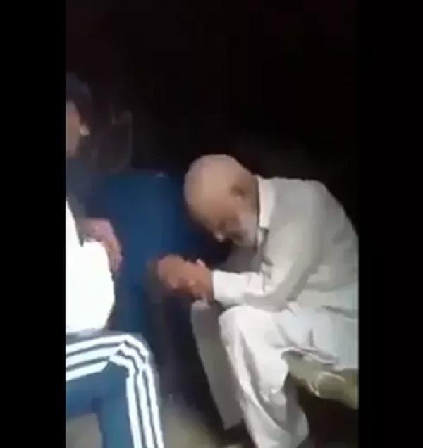 https: img.okezone.com content 2021 06 15 18 2425615 diculik-saat-pergi-ke-masjid-pria-muslim-india-dipukuli-dipaksa-puja-dewa-hindu-FwP6lu0AAu.jpg