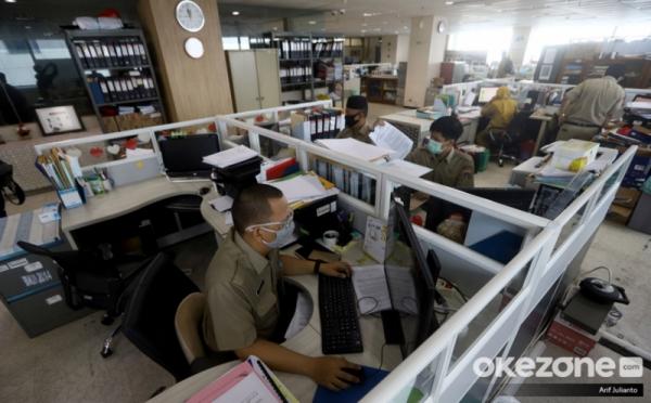 https: img.okezone.com content 2021 06 15 320 2425284 sistem-penggajian-mau-diubah-ini-daftar-lengkap-besaran-gaji-pns-di-indonesia-HBlmGkIrhu.jpg