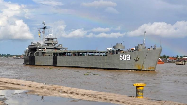 https: img.okezone.com content 2021 06 15 406 2425364 kapal-perang-hibah-amerika-ke-tni-dijadikan-museum-angkatan-laut-smZFUV3H6v.jpg