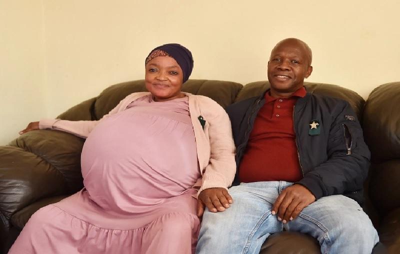 https: img.okezone.com content 2021 06 16 18 2426039 wanita-yang-melahirkan-10-bayi-kembar-suami-hoaks-Ljg7a1P07e.jpg