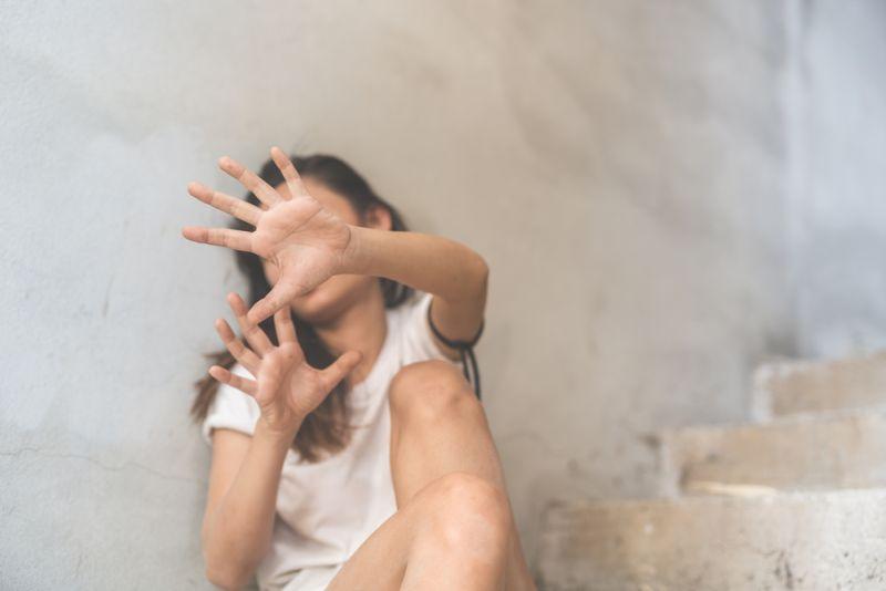 https: img.okezone.com content 2021 06 16 244 2426333 cari-kerja-di-bali-wanita-asal-bogor-malah-dijual-ke-pria-hidung-belang-JU8u1TjFZy.jpg