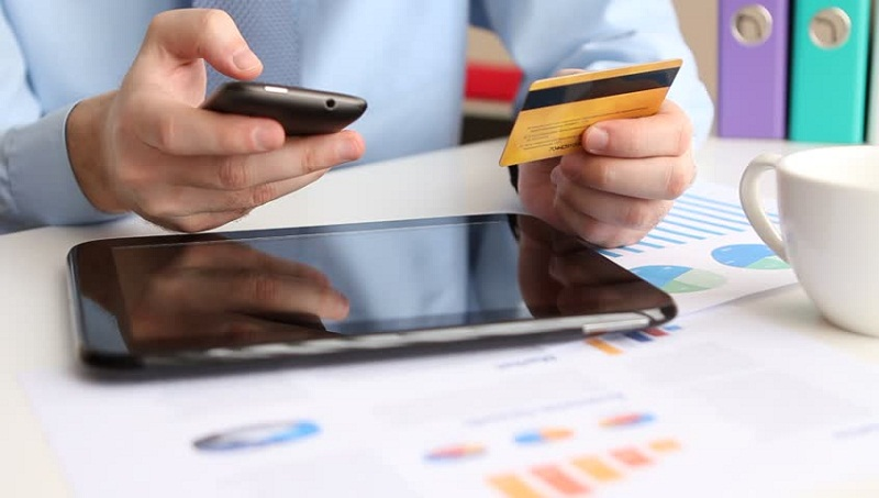 https: img.okezone.com content 2021 06 16 320 2426335 ada-fasilitas-kartu-kredit-direksi-komisaris-staf-erick-thohir-keperluan-perusahaan-bukan-pribadi-Kp5IDy2E5U.jpg