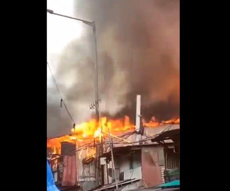 https: img.okezone.com content 2021 06 16 338 2426296 kebakaran-rumah-di-pademangan-jakut-berhasil-dipadamkan-GLyPqXmsc2.jpg