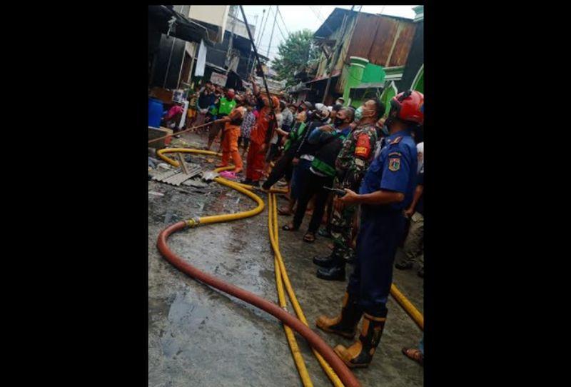 https: img.okezone.com content 2021 06 16 338 2426314 kebakaran-di-pademangan-rumah-yang-dilalap-api-bertambah-jadi-25-I4YclSAwNw.jpg