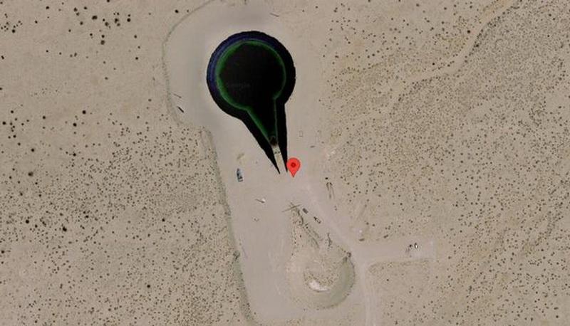 https: img.okezone.com content 2021 06 16 406 2426340 pengguna-google-earth-terkejut-lihat-ufo-yang-dikelilingi-tank-TaLJgYvI6m.jpg