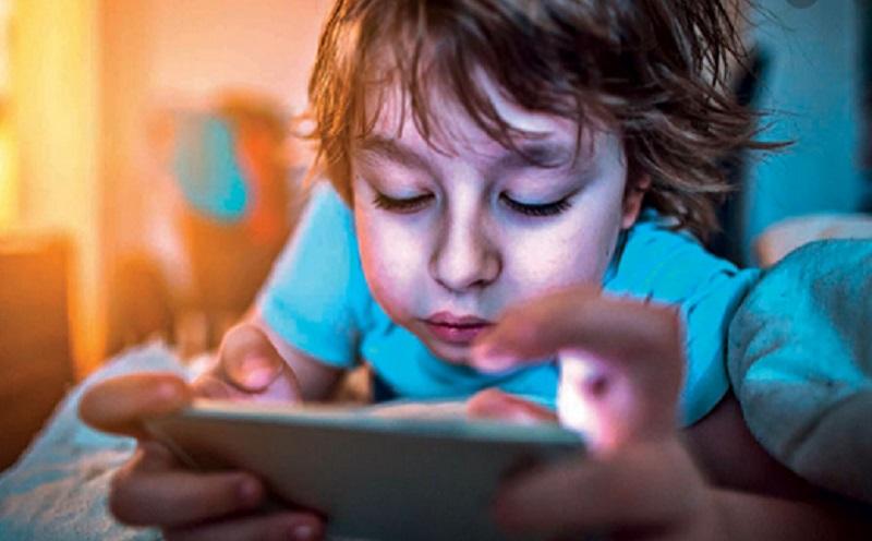 https: img.okezone.com content 2021 06 17 16 2426655 begini-ciri-anak-kecanduan-gadget-waspadalah-4Yksjm91AS.jpg
