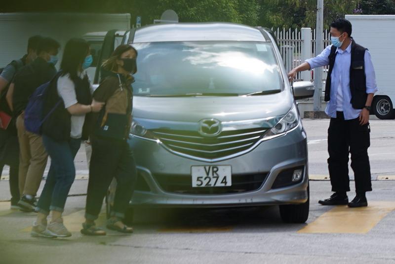 https: img.okezone.com content 2021 06 17 18 2426622 hong-kong-kirim-500-polisi-gerebek-media-pro-demokrasi-5-orang-ditangkap-KljVDv2Wcq.jpg