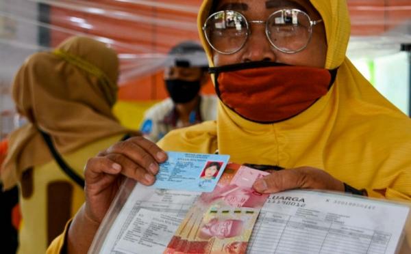 https: img.okezone.com content 2021 06 17 320 2426568 bansos-selamatkan-4-7-juta-orang-indonesia-dari-kemiskinan-pCWcTHcqEd.jpg