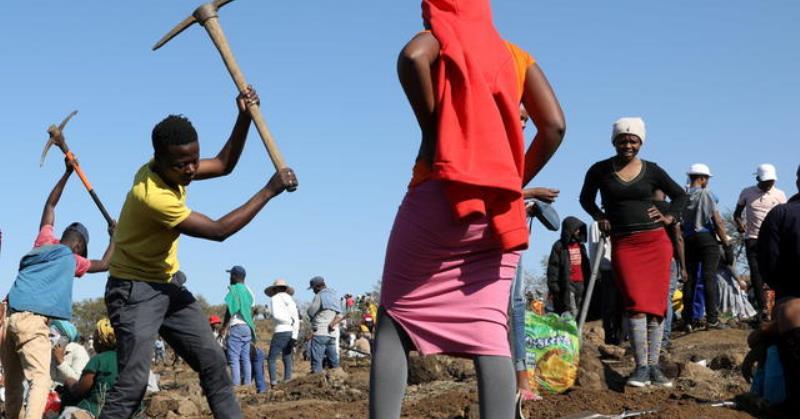 https: img.okezone.com content 2021 06 17 406 2426634 ribuan-orang-bergegas-ke-desa-berburu-berlian-di-afrika-selatan-9xc3q6hkVl.jpg