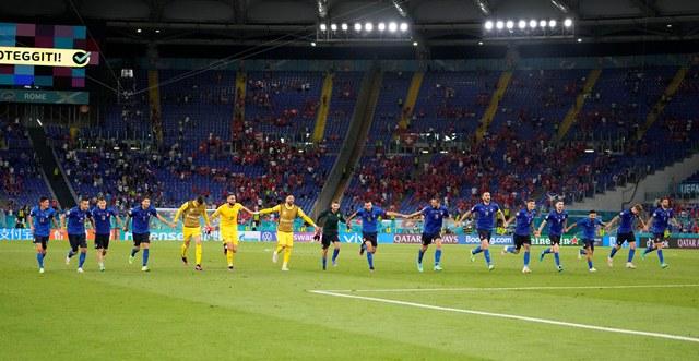 https: img.okezone.com content 2021 06 17 51 2426671 bantai-swiss-3-gol-performa-menghibur-timnas-italia-tuai-pujian-vye3mhOGR5.jpg