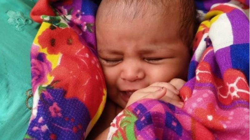 https: img.okezone.com content 2021 06 18 18 2427033 selamatkan-bayi-21-hari-yang-dibuang-ke-sungai-tukang-perahu-dapat-hadiah-rumah-Az5LWxHFZB.jpg