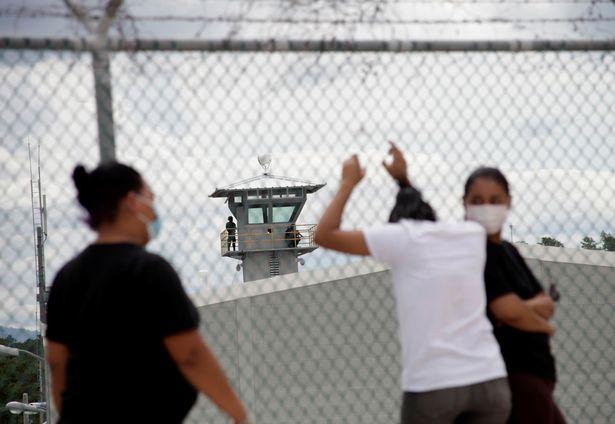 https: img.okezone.com content 2021 06 18 18 2427237 baku-tembak-di-penjara-selama-3-jam-5-napi-tewas-39-orang-terluka-K0EoLupWEW.jpg