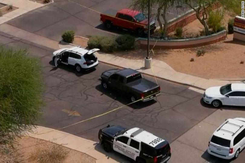 https: img.okezone.com content 2021 06 18 18 2427293 pria-bersenjata-menembak-secara-acak-dari-dalam-mobil-1-tewas-13-terluka-wtrIz0n4oW.jpg