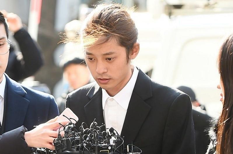 https: img.okezone.com content 2021 06 18 33 2427053 korban-video-seks-jung-joon-young-buka-suara-dipermalukan-dan-diintimidasi-saat-lapor-polisi-ai6atTnLpC.jpg