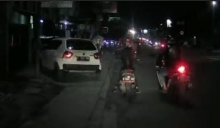 https: img.okezone.com content 2021 06 18 525 2427385 jambret-hp-terekam-kamera-mobil-korbannya-pemotor-perempuan-su13Cqvh8C.JPG