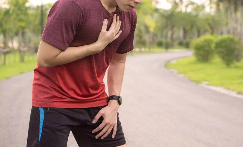 https: img.okezone.com content 2021 06 18 612 2427138 jangan-sampai-lewat-kenali-ciri-ciri-kena-serangan-jantung-saat-olahraga-mRPS8YGl3i.jpg