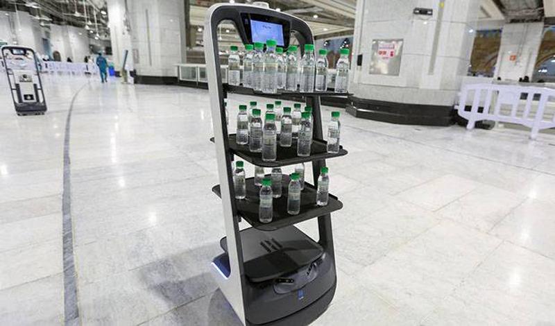 https: img.okezone.com content 2021 06 18 614 2427371 robot-akan-layani-jamaah-haji-bagikan-air-zamzam-1VNBNdxCaw.jpg