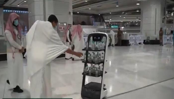 https: img.okezone.com content 2021 06 19 18 2427567 arab-saudi-luncurkan-robot-pintar-distribusikan-air-zam-zam-untuk-jamaah-haji-RXQ3ri47y1.jpg