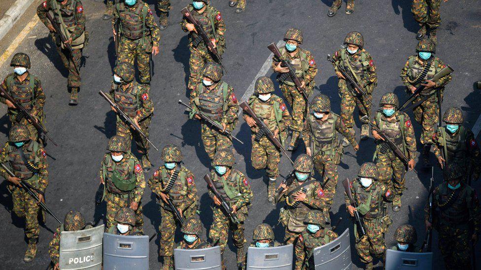 https: img.okezone.com content 2021 06 19 18 2427654 kudeta-militer-pbb-serukan-embargo-senjata-ke-myanmar-znP83rjmXD.jpg