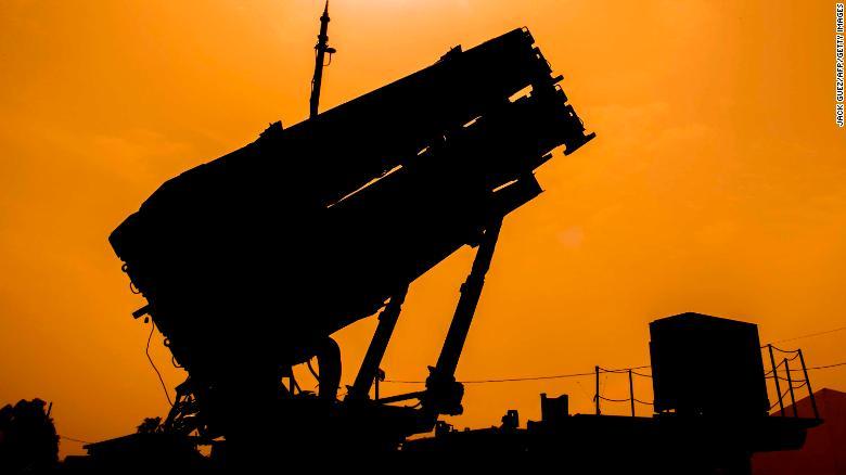https: img.okezone.com content 2021 06 19 18 2427674 pentagon-tarik-pertahanan-rudal-personel-militer-dari-arab-saudi-dan-timur-tengah-HpOMqv3VmD.jpg