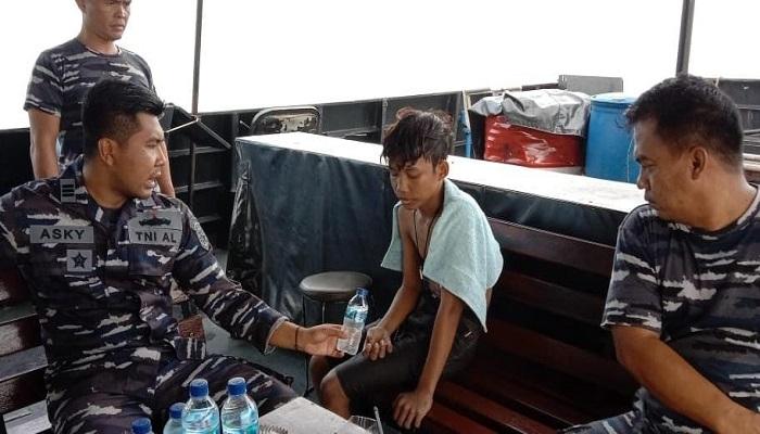 https: img.okezone.com content 2021 06 19 337 2427533 tni-al-selamatkan-pelajar-terapung-di-tengah-laut-selama-3-jam-di-perairan-banten-0Cpo8l6V78.jpg
