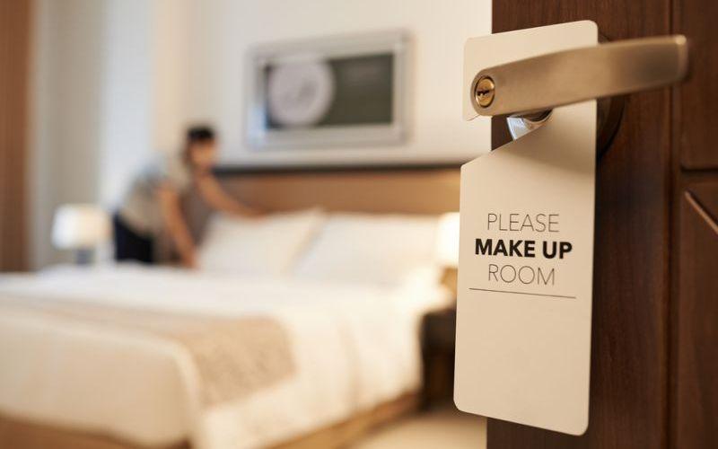 https: img.okezone.com content 2021 06 19 406 2427778 gelas-dan-selimut-hotel-jarang-dicuci-eks-karyawan-ini-ungkap-fakta-mengejutkan-Ioi7GH9p6n.jpg