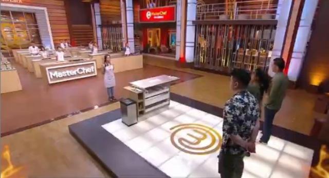 https: img.okezone.com content 2021 06 19 612 2427847 tantangan-masterchef-indonesia-8-adi-bingung-sebut-nama-makanan-buatan-sendiri-InhHbdWK1f.jpg