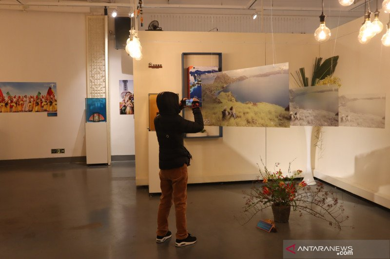 https: img.okezone.com content 2021 06 20 18 2427978 pameran-seni-ditutup-lantaran-lecehkan-kaum-perempuan-P89X3y8nYS.jpg