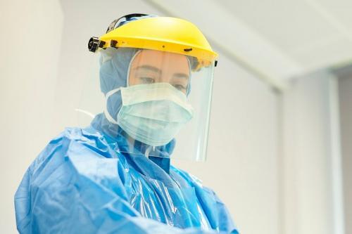 https: img.okezone.com content 2021 06 20 337 2428043 kasus-covid-19-melonjak-banyak-rumah-sakit-cari-relawan-kesehatan-V73E78jRMw.jpg